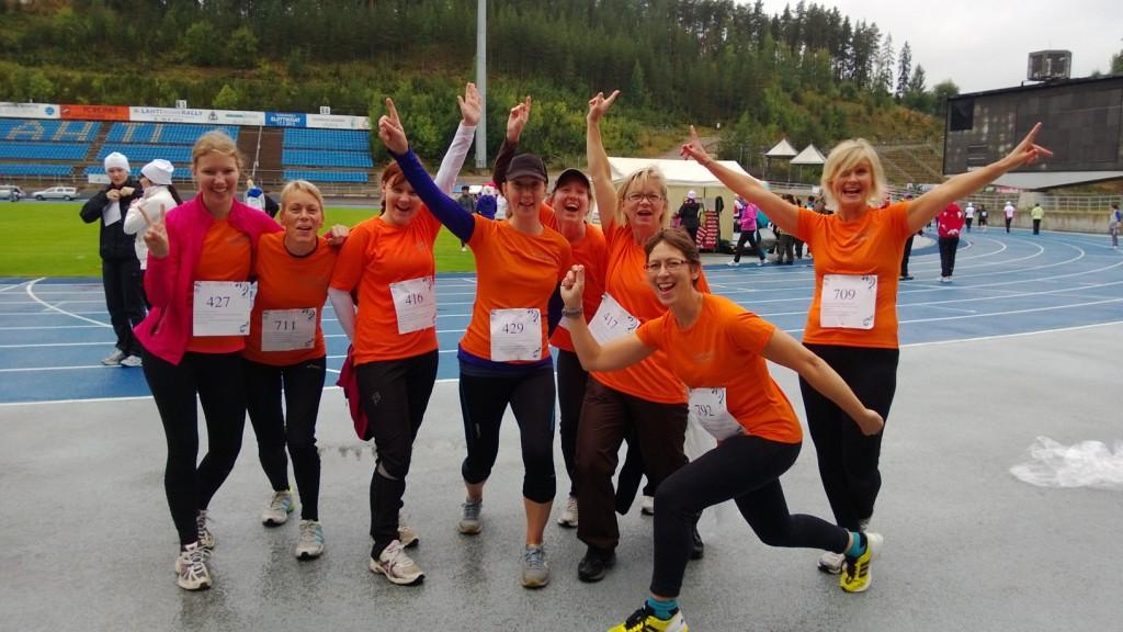 Team Sari Kunnon Nainen -tapahtumassa Lahdessa 1.9.2013: Upea fiilis jo ennen 10km:n lenkille lähtöä.